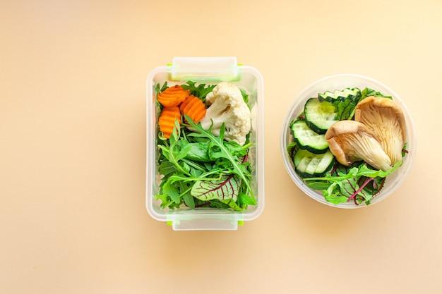 Menu hebdomadaire contenant des repas sains boîte à lunch portion de manger des aliments diététiques biologiques frais