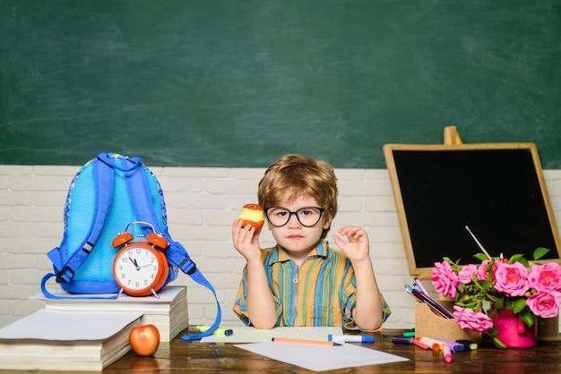 Menu de petit-déjeuner sain déjeuner scolaire avec des plats savoureux dîner sain à l'école nourriture délicieuse pour