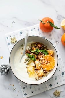 Menu yaourt aux agrumes et noix caramélisées