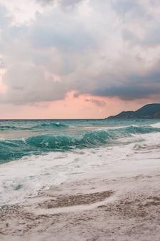Mer et fond de ciel bleu.