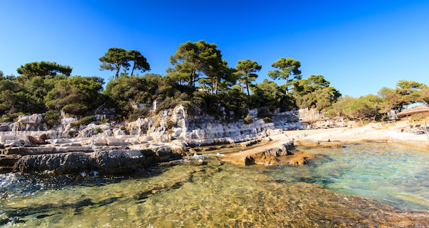 La mer sur l'île de sveti nikola