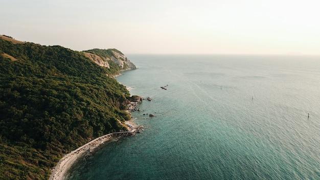 Mer d'une plage de thaïlande célèbre