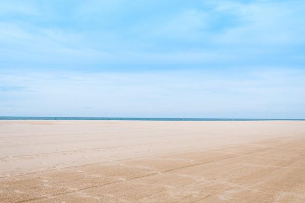 Mer et sable au paysage naturel samila-songkhla thaïlande, pour le fond