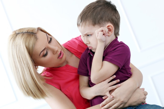 Mère avec adorable enfant