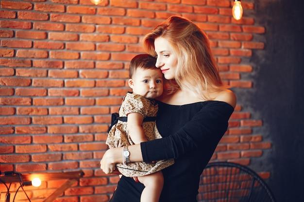 Mère aimante avec sa fille