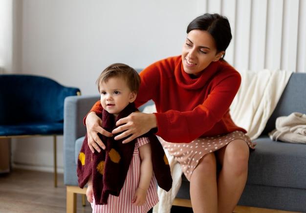 Mère célibataire passant du temps avec sa fille