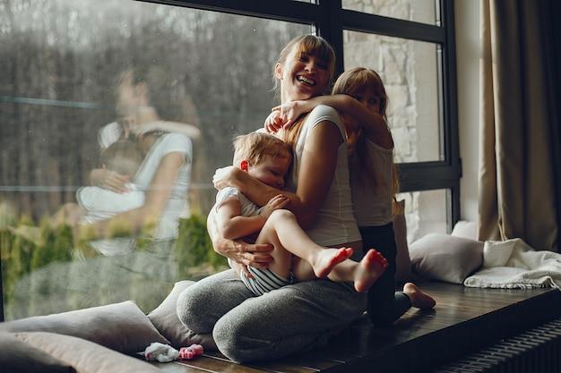 Mère avec deux enfants