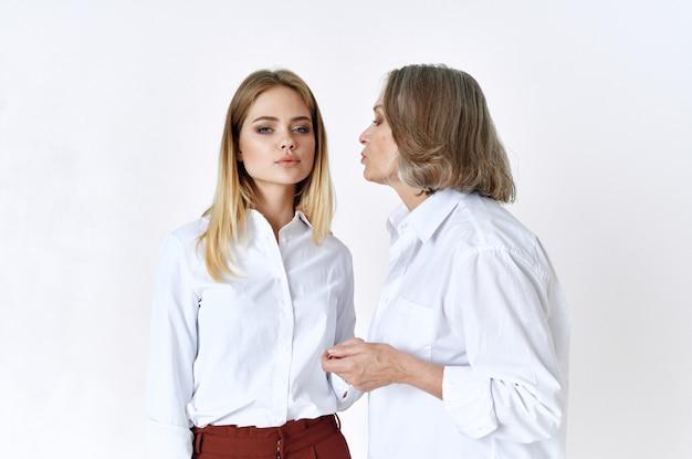 Mère et fille baiser et soins