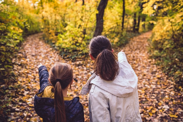 Mère et fille à la croisée des chemins