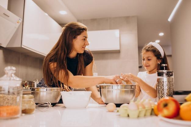 Mère, fille, cuisson, cuisine, ensemble