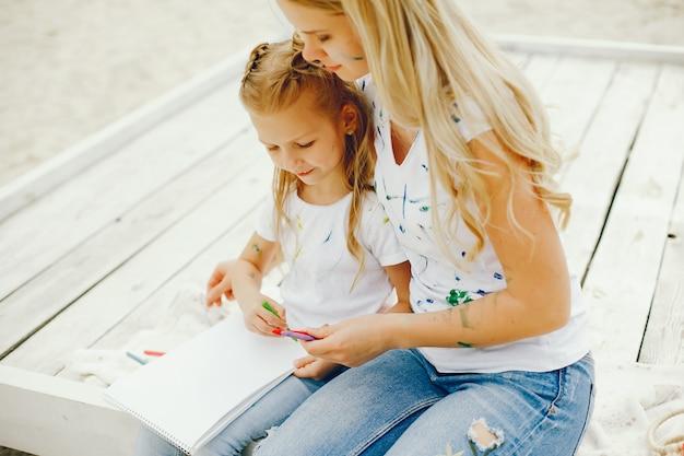 Mère, fille, dessin, parc