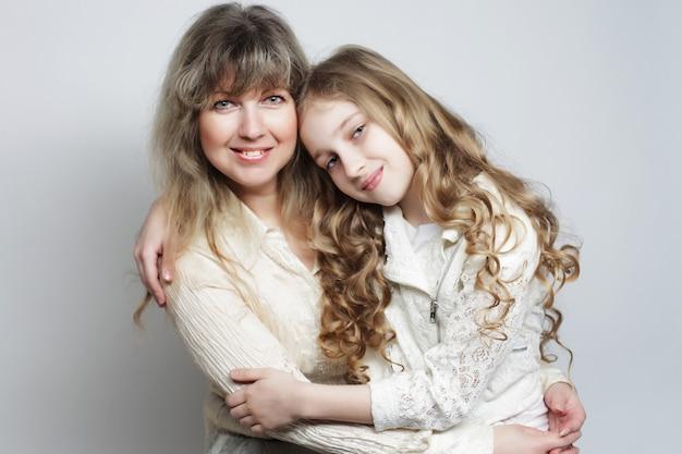 Mère et fille, famille heureuse