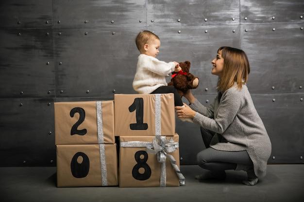 Mère et fille sur une nouvelle année