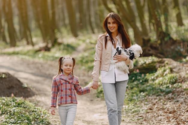 Mère, fille, ressort, forêt, chien