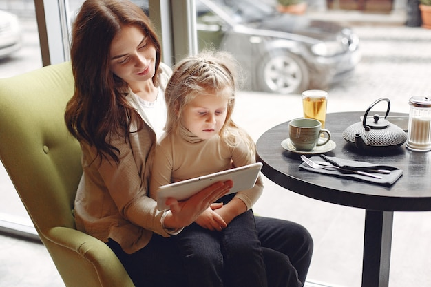 Mère, fille, séance, café