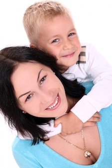 Mère heureuse avec fils