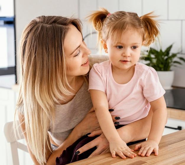 Mère passer du temps avec sa fille