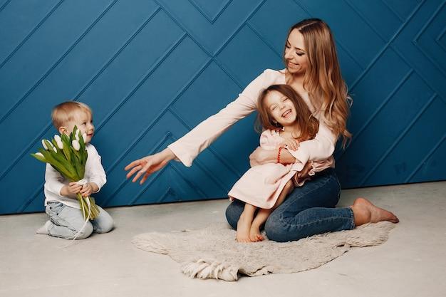 Mère avec petit enfant chez hme