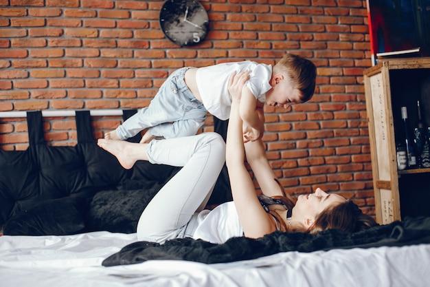 Mère avec petit fils