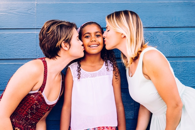 Mères lesbiennes avec fille adoptive