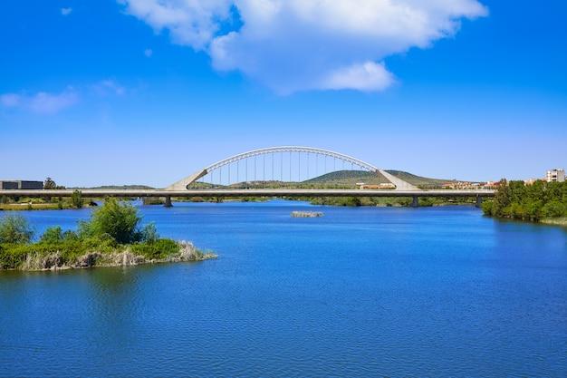 Mérida en espagne pont de lusitania sur guadiana