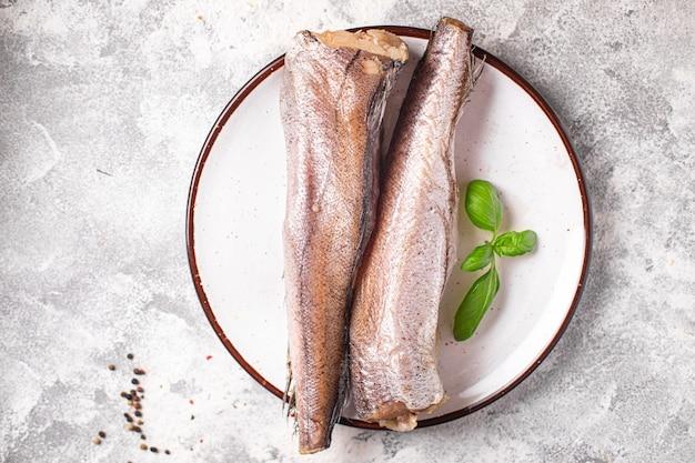 Merlu cru poisson blanc fruits de mer portion fraîche prête à manger collation repas sur la table copie espace nourriture