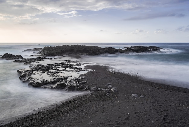 Mesa del mar plage de sable volcanique et rochers
