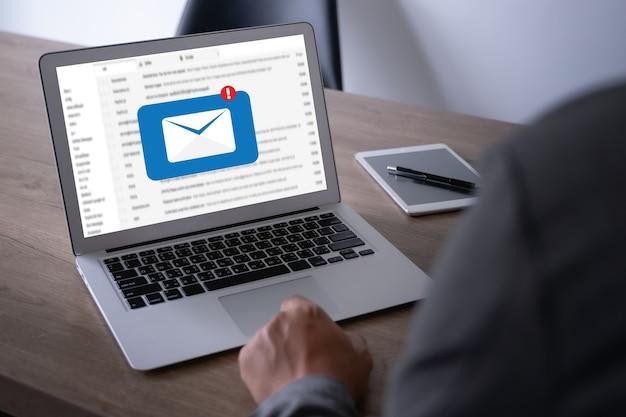 Message de connexion de communication par courrier électronique aux contacts téléphoniques global letters concept