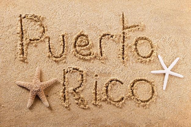 Message écrit sur la plage d'été de porto rico
