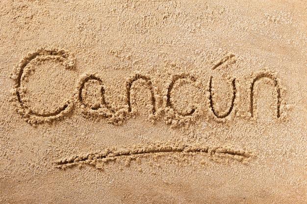 Message d'écriture sur la plage d'été du mexique à cancun