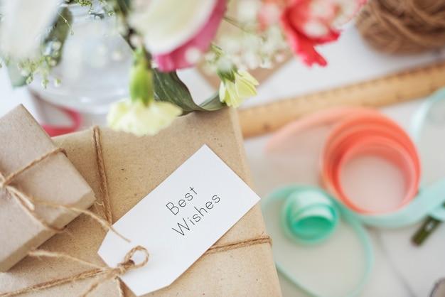 Message étiquette tag carte présent cadeau concept
