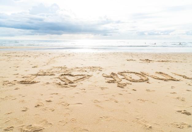 Message je t'aime sur le sable