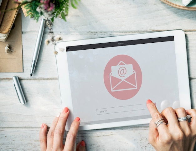 Message en ligne blog chat communication enveloppe icône graphique concept
