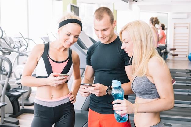 Messages d'amis dans la salle de gym