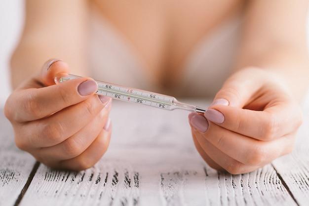 Mesure de la température dans une méthode de planification familiale naturelle.