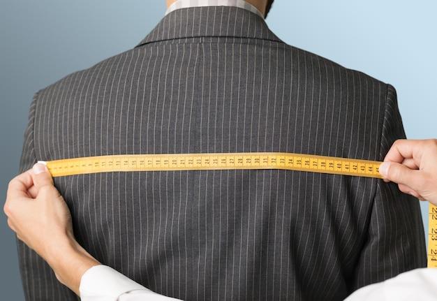 Mesurer le dos de la veste sur l'arrière-plan