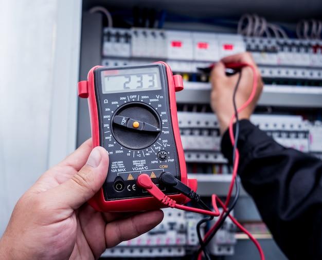 Mesures électriques avec multimètre testeur