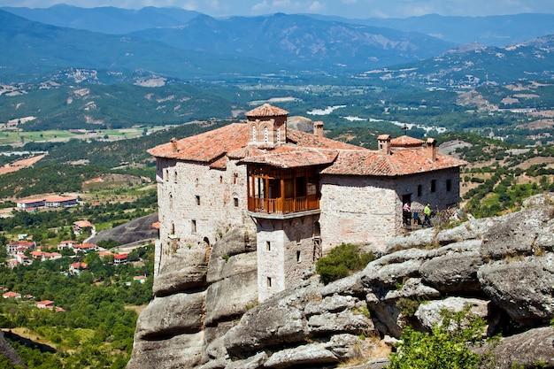 Météores rock formations complexes de monastères en grèce