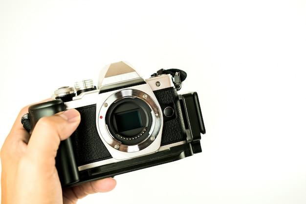 Méthode de nettoyage d'objectif d'appareil photo mise au point rapprochée par photo humaine sur fond blanc