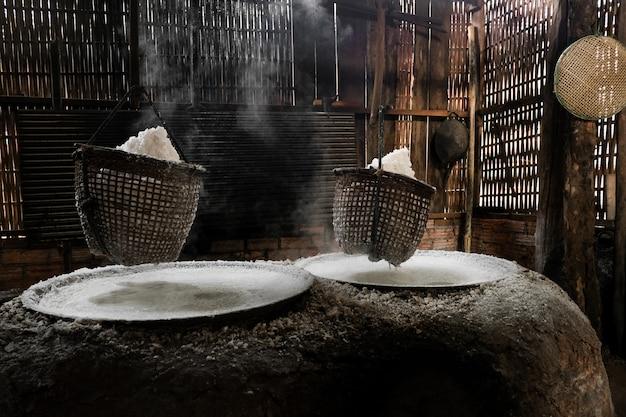 La méthode pour faire du sel de montagne nature