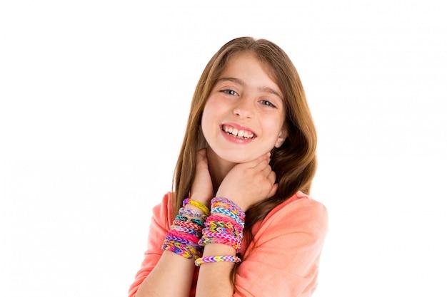 Métier élastiques bracelets enfant gosse blond sourire