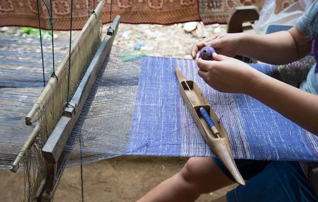 Métier à tisser pour la fabrication artisanale de soie ou de textile