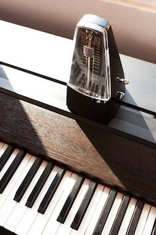Métronome sur un piano