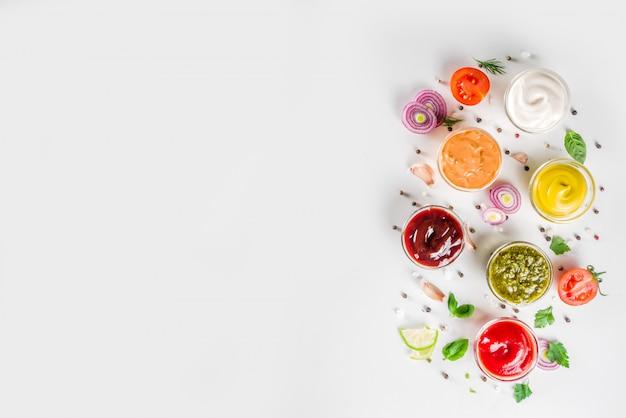 Mettre des bols de trempette et sauces variées