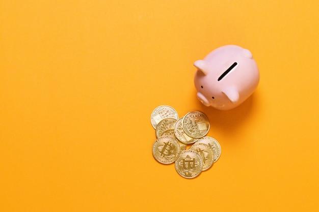 Mettre du bitcoin dans sa tirelire, nouvelle monnaie électronique et numérique virtuelle, concept d'investissement hodl