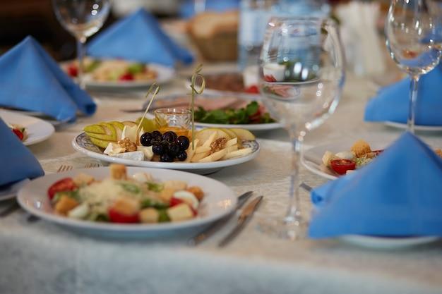 Mettre la table au restaurant