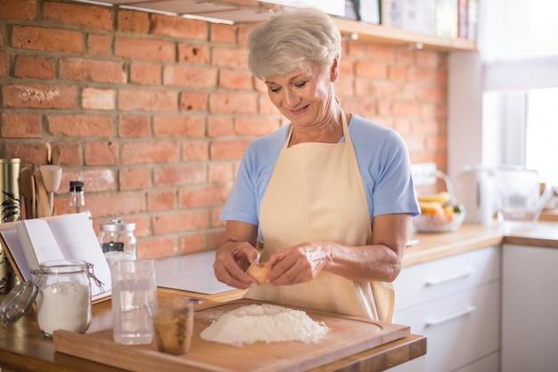 Mettre tous les ingrédients dans la pâte
