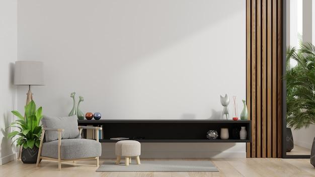 Meubles de rangement et mur pour la télévision dans le salon avec fauteuil