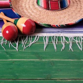 Mexique cinco de mayo fond bois mexicain sombrero format carré