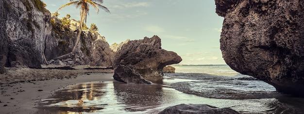 Mexique, image de bannière de plage de tulum au moment du coucher du soleil